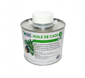 Cade Oil - Sanitizes and protects the hooves from moisture